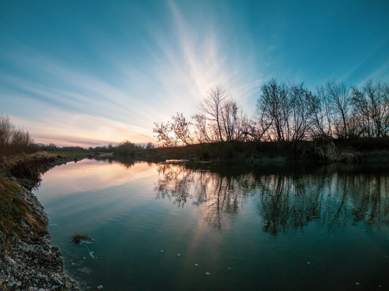 Мандруємо селищем: береги річки Горинь