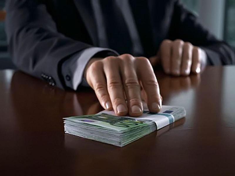 Викривачі корупції: хто такі і від чого їх потрібно захищати