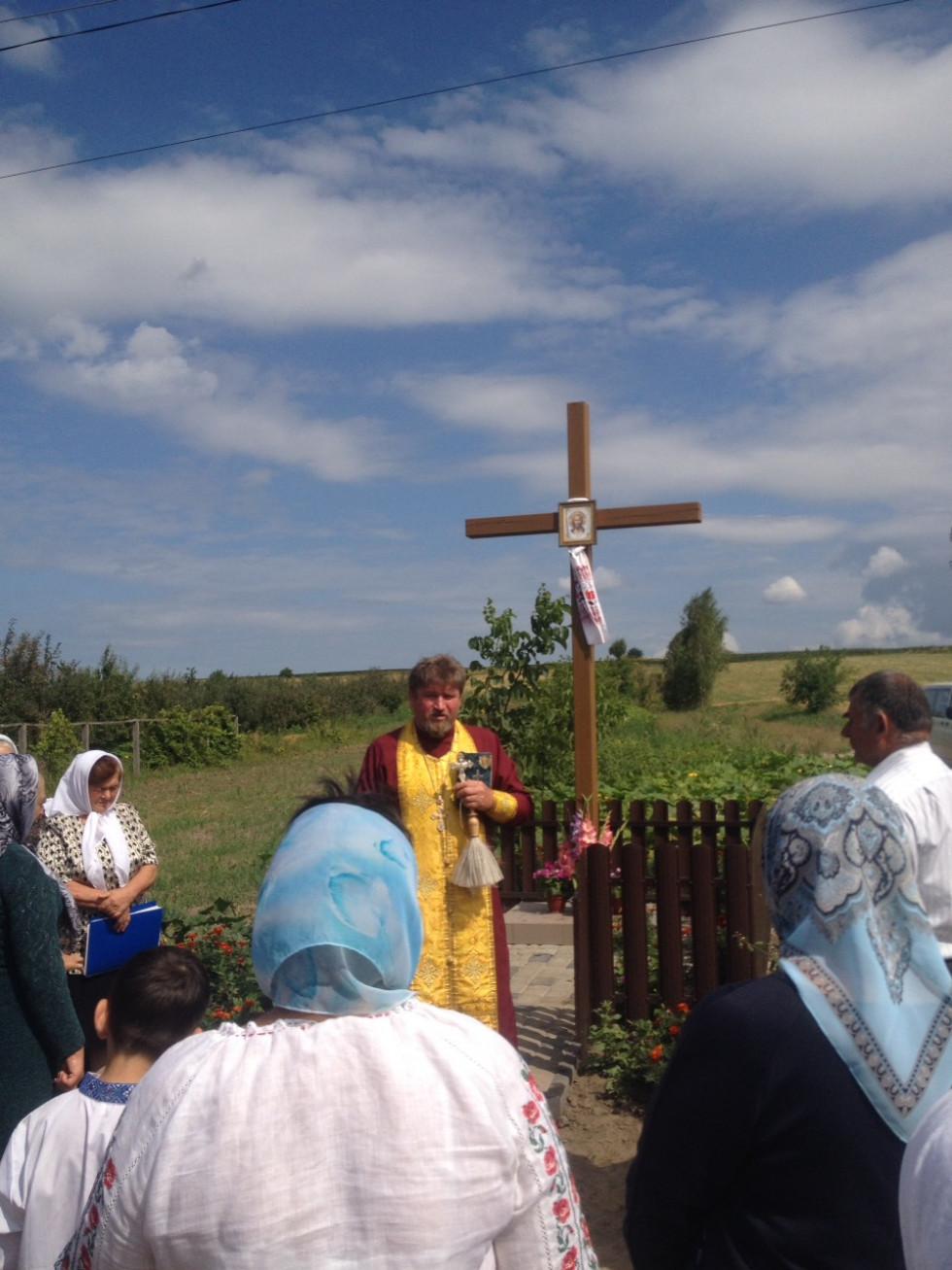 Отець Анатолій із Гощанщини під час чину освячення