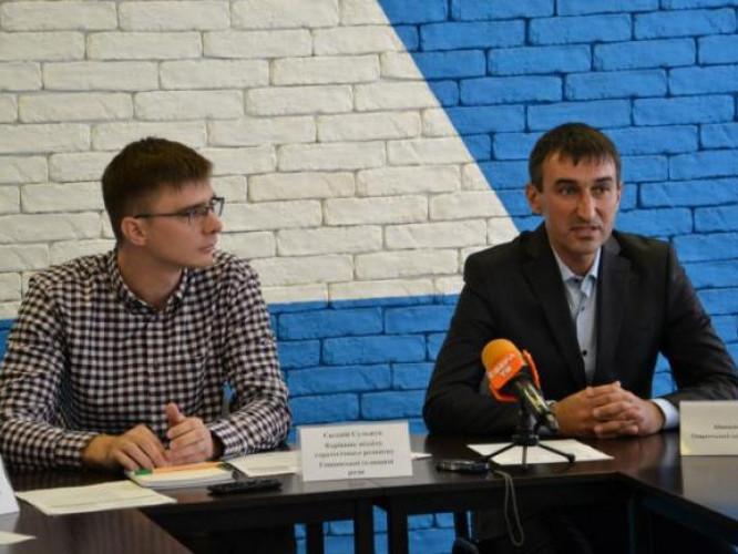 Микола Панчук (праворуч на фото)