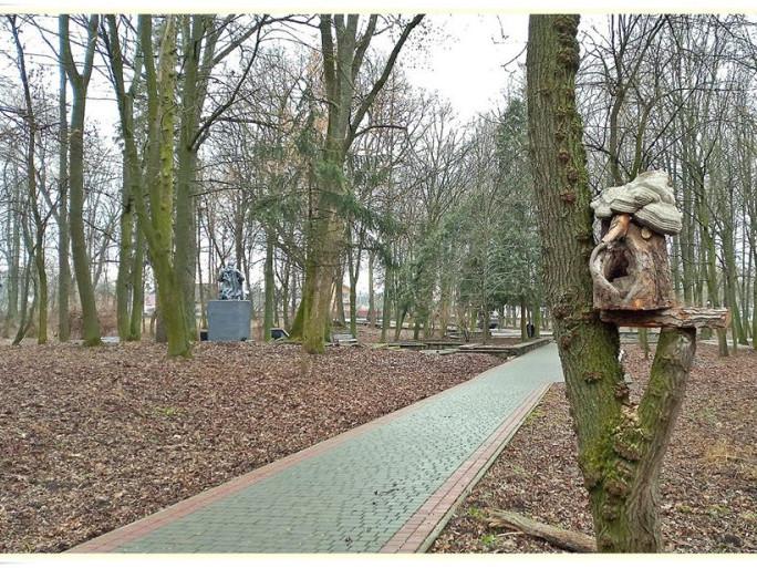 Годівничка у Гощанському парку