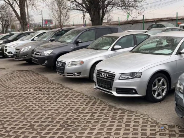 Українцям хочуть ускладнити ввезення авто з-за кордону