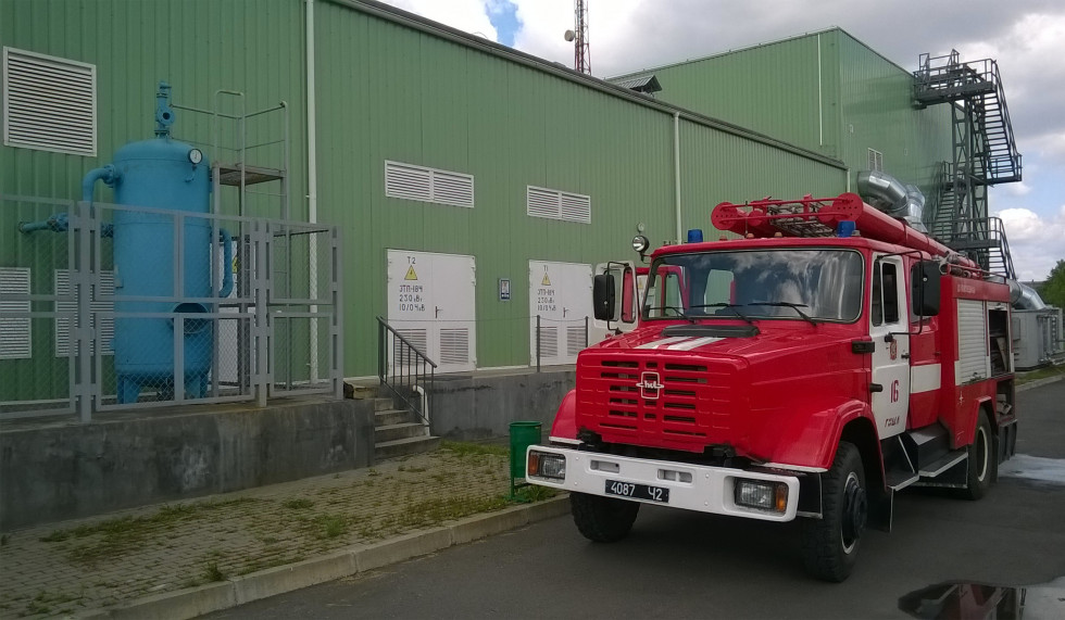 Гощанські рятувальники за 30 хвилин ліквідували умовну пожежу на швейній фабриці«ФАПОМЕД-Україна».