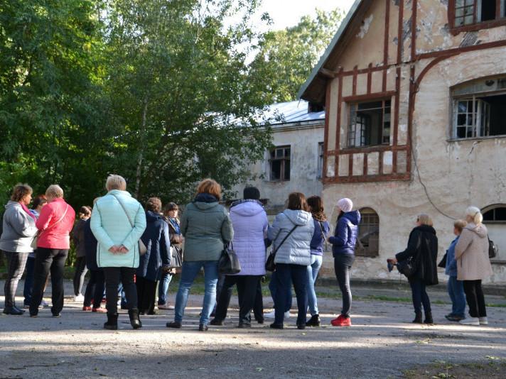 Гоща туристична: як до селища приїхали туристи зі столиці