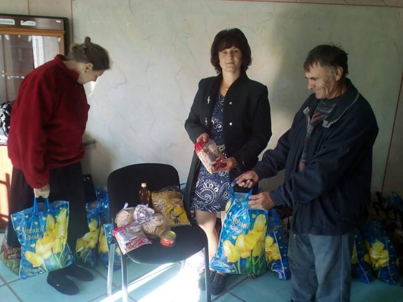 Гречка, консерви, олія: у Бугрині подарували 51 продуктовий набір