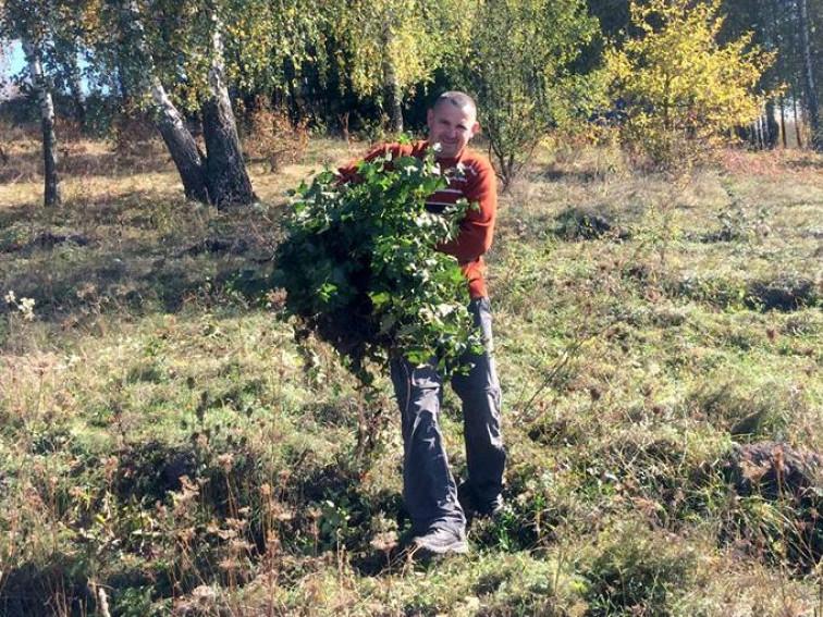 До дня захисника України в Гощі висадили березовий гай
