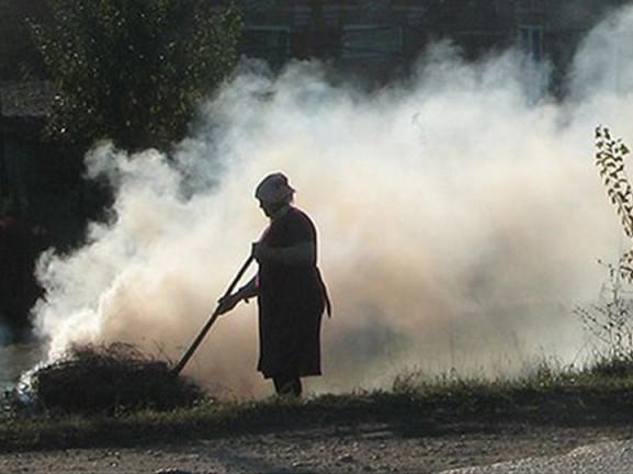 За спалювання листя на Гощанщині штрафуватимуть на 1700 гривень