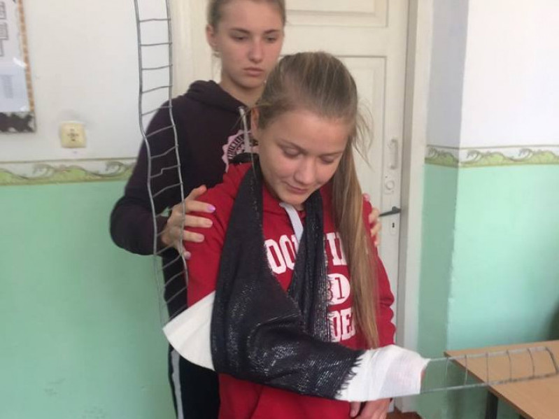 Як одягати противогаз та накладати шини: У Посягвівській школі провели День цивільного захисту