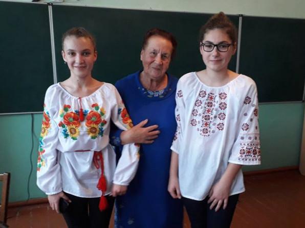 Поетеса Олеся Ковальчук відвідала Посягвівську школу