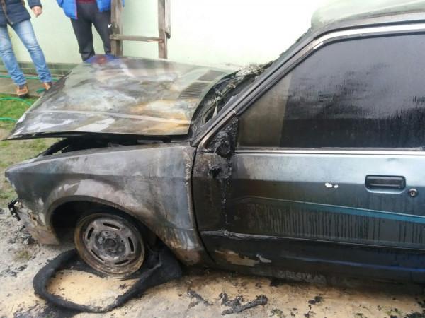 У Гощі в ночі 15 листопада згорів автомобіль