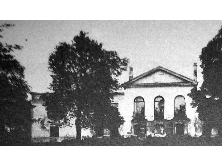 Опублікували фото палацу 18 століття у Рясниках