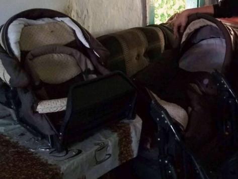 Маленький хлопчик з Тучина отримав ліжечко та візок