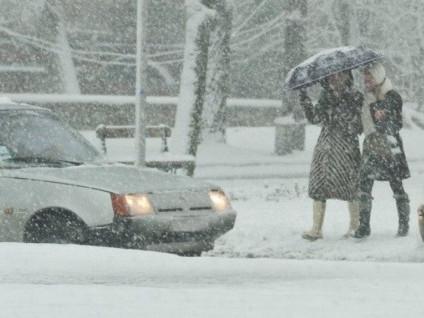 Замети, ожеледиця, хуртовина: гощанських водіїв застерігають бути обережними
