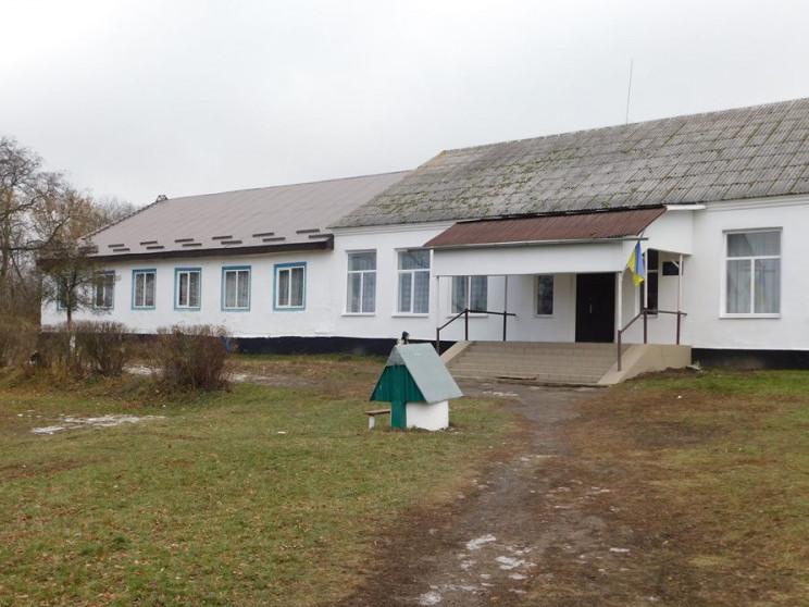 Два класи, туалет: у Синівській школі добудували новий корпус