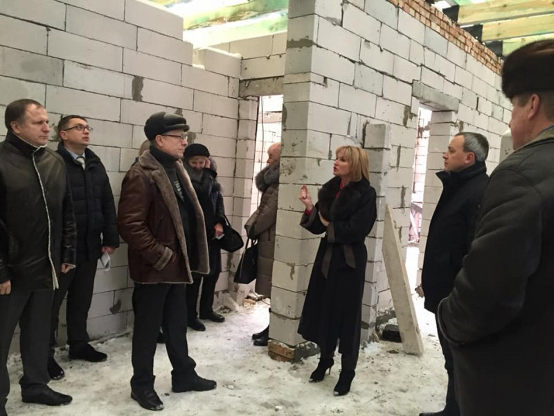 Делегація з Рівненської ОДА оглянула будівництво амбулаторії у Горбакові
