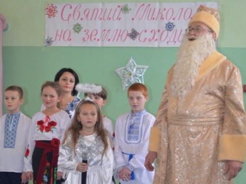 Вчителі на Миколая влаштували яскраве свято для вихованців Тучинського навчально-реабілітаційного центру