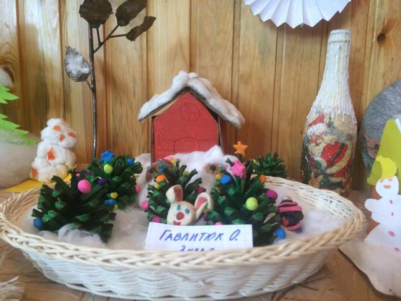 У Посягвівській школі створили виставку новорічних сувенірів