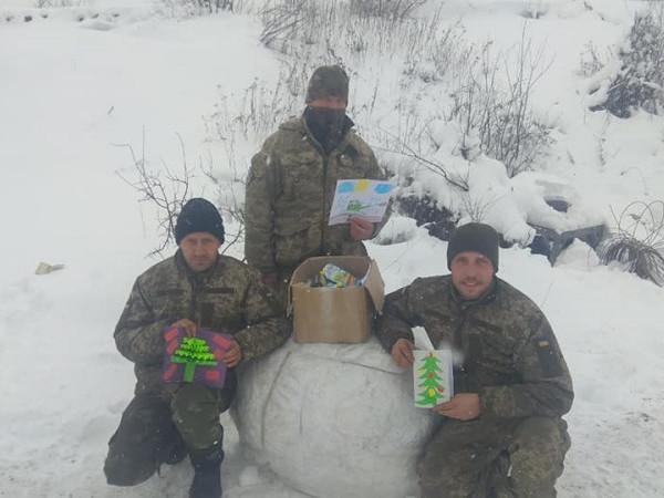 Учні Гощанської гімназії відправили різдвяний подарунок військовим на схід
