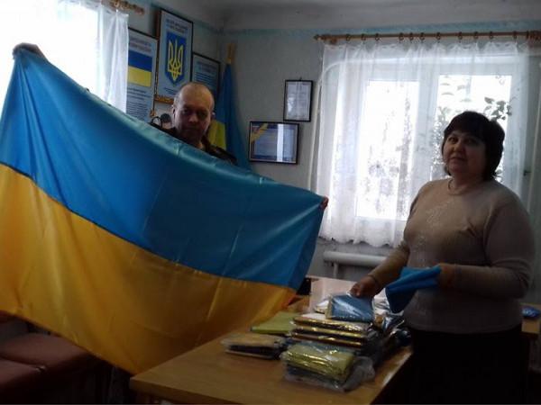 Мешканці села Кримське отримали 80 прапорів від гощан