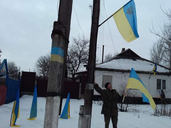 На Луганщині вивісили 80 прапорів, які подарували гощани