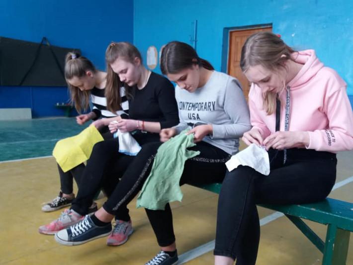 У Гощанській гімназії пришивали ґудзики