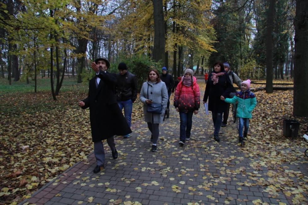 Поки прогулюємося парком лунали і жарти, і життєві історії.