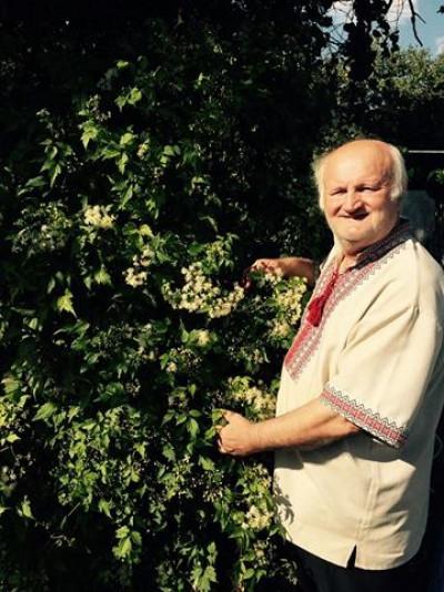 Фітотерапевт розповідає, що вирощувати трави почав у дитинстві
