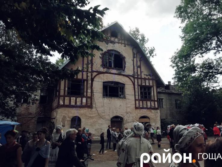 Святковий торт, Joryj Kłoc, костюмований флешмоб: як гощанці святкували День селища